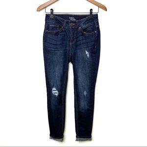 TIME AND TRU Distressed Dark Wash Skinny Jeans 6